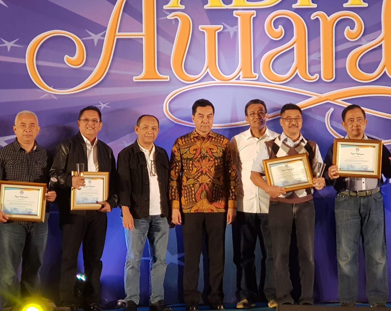 award201704 (1)